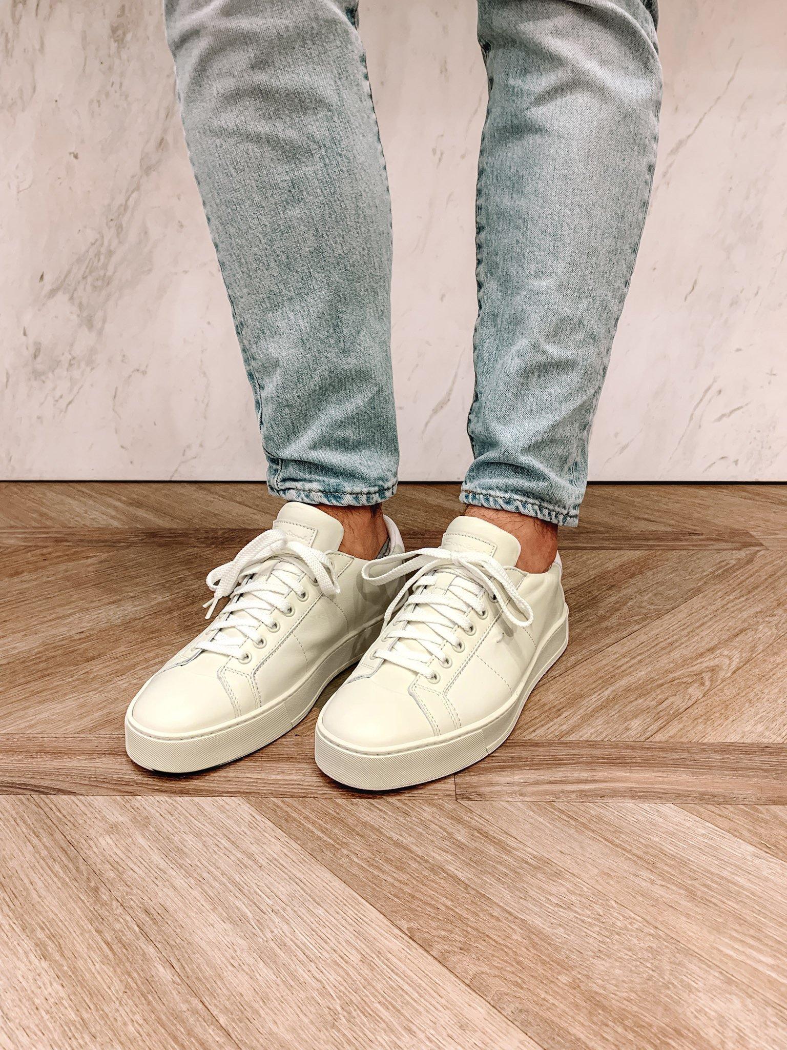 Trendige einfarbige Sneakers für Männer